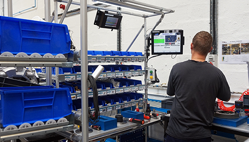 Assembly station at Gardner Denver with Sextans production control solution